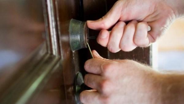 Reparatii usi metalice – servicii utile pentru orice proprietate
